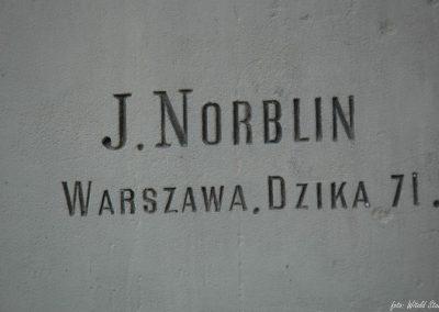 Kaplica A. i K. Juttnerów (sygnatura zakładu kamieniarskiego)